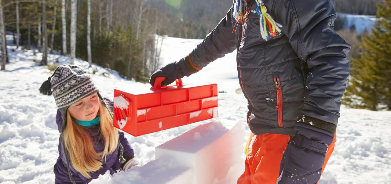 Kids buildung a snow castle