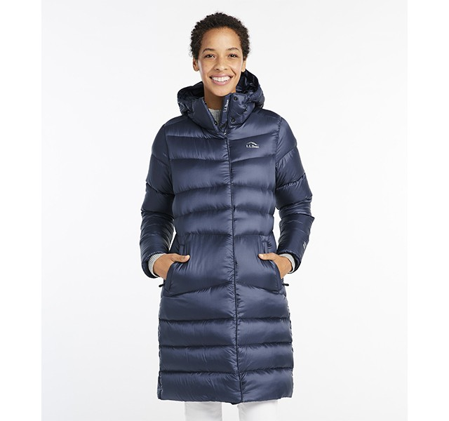 Woman wearing the Ultralight 850 Big Baffle Puffer Coat
